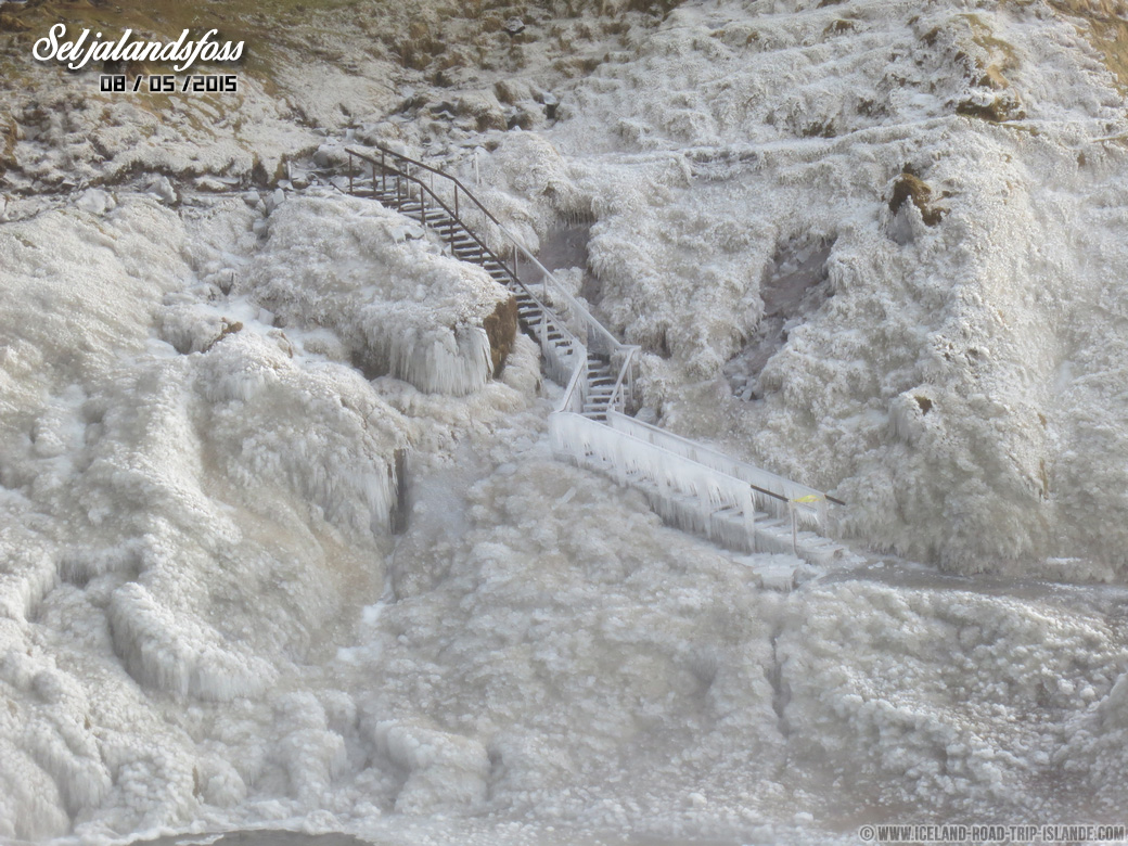 Les escaliers gelés de Seljalandsfoss