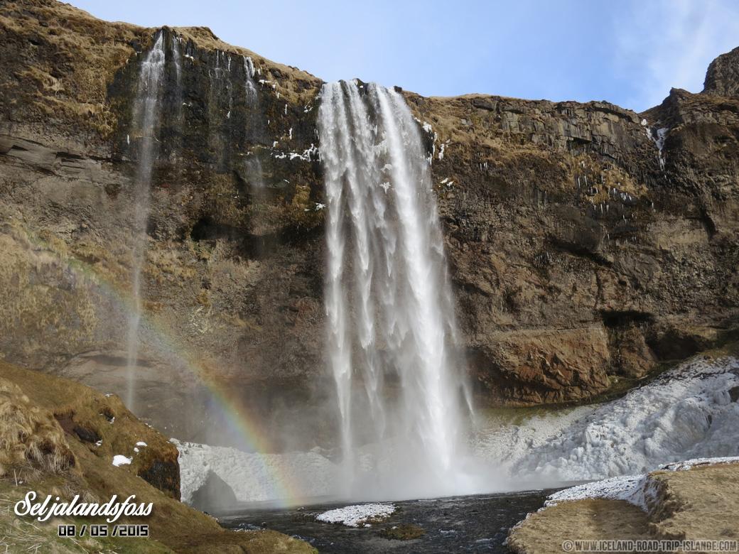 La chute de Seljalandsfoss et son Arc-en-ciel