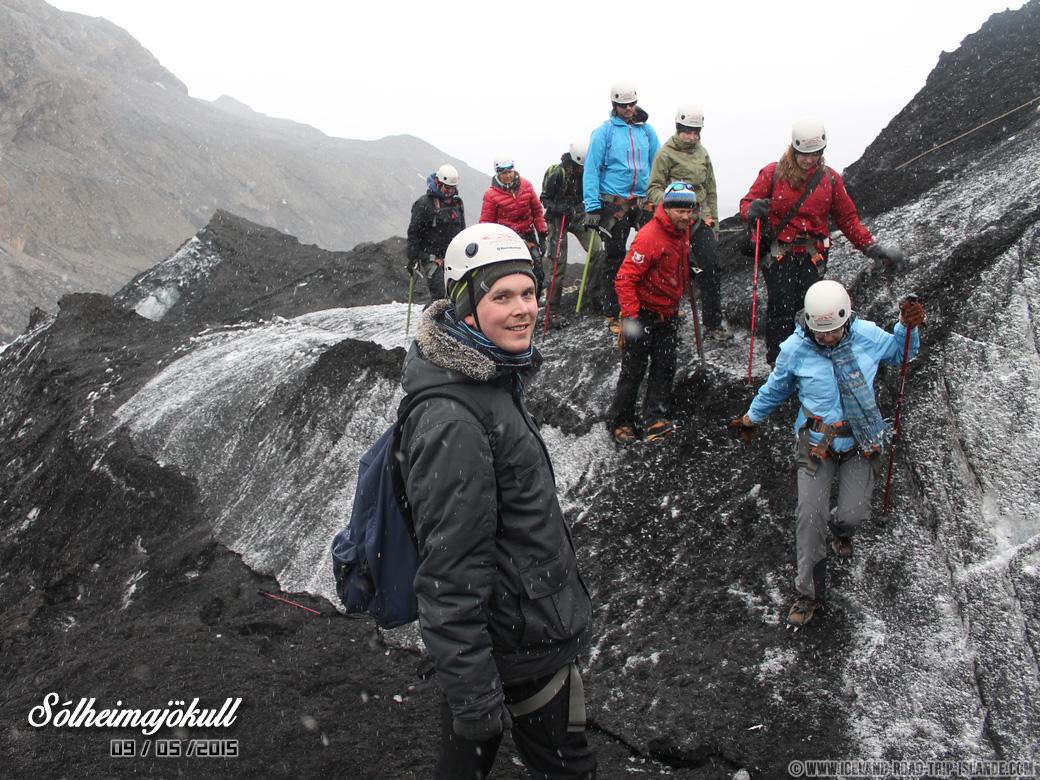 En plein trek sur le glacier de Solheimajokull