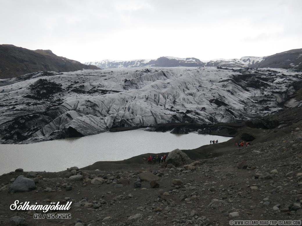 Le glacier de Solheimajokull qui recule de 70 mètres par an