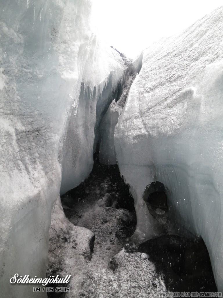 Au sein de la Ice Cave de Solheimajokull