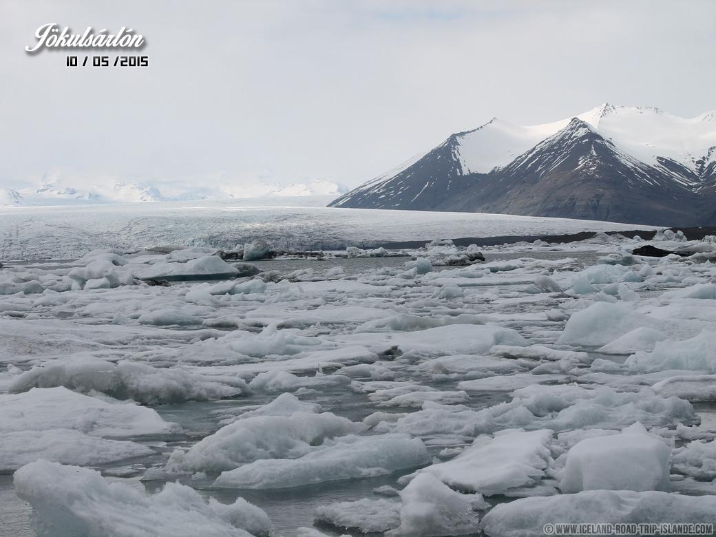 Les Icebergs sous les nuages de Jökulsárlón