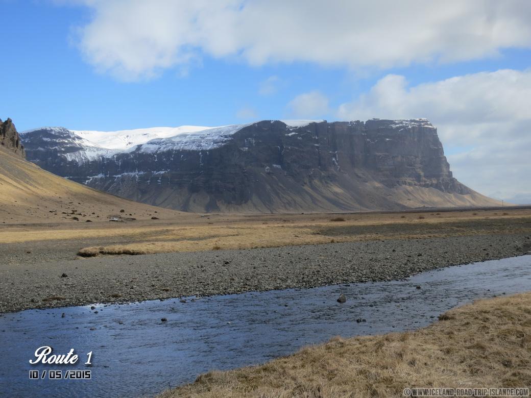 Une montagne aux abords de la Route 1