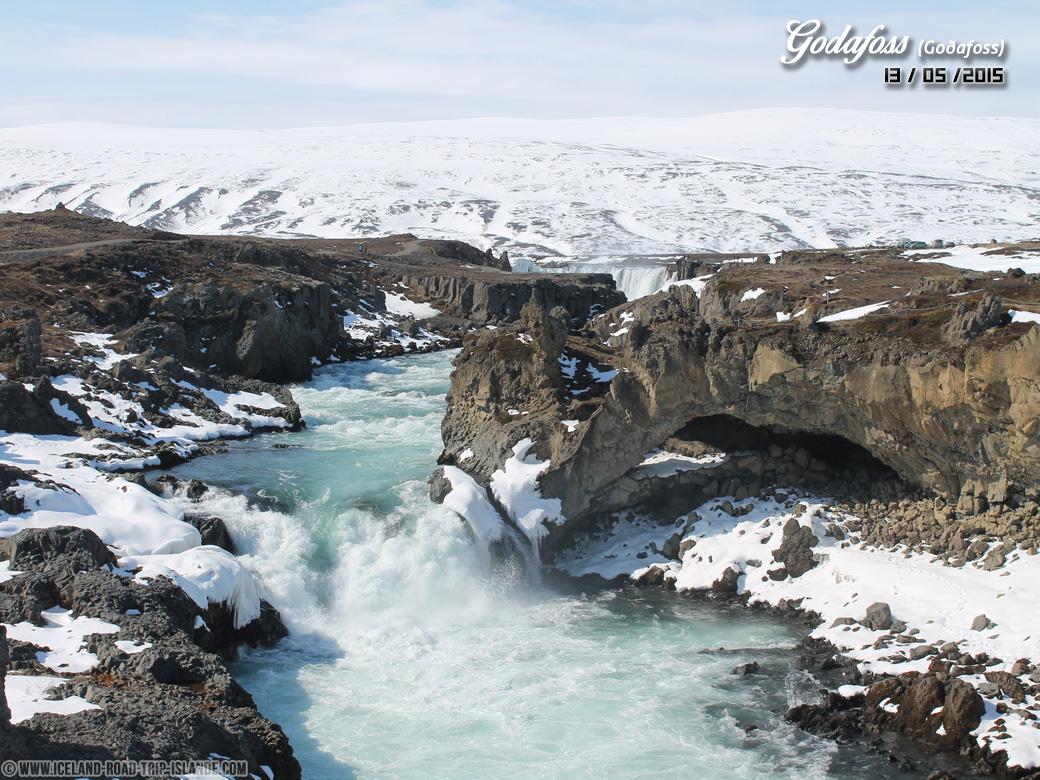 La rivière en aval de la chute de Godafoss