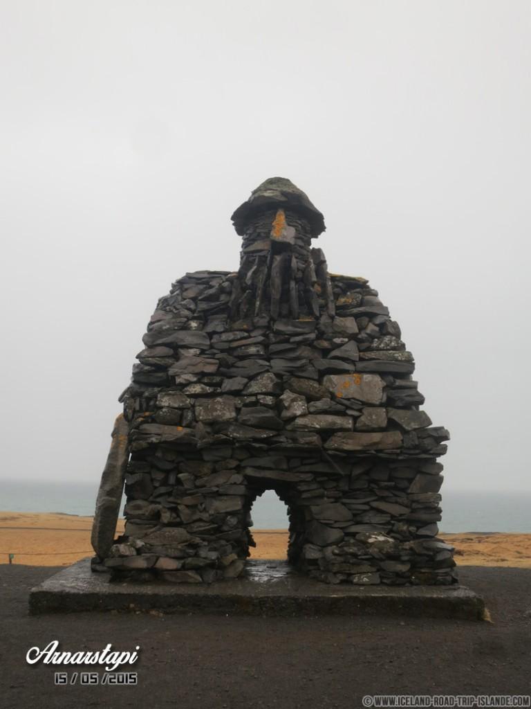 Le géant de pierre d'Arnarstapi